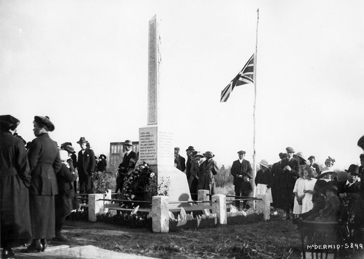 Beverly Memorial Unveiling October 17, 1920. Image courtesy of the City of Edmonton Archives EA-160-14.