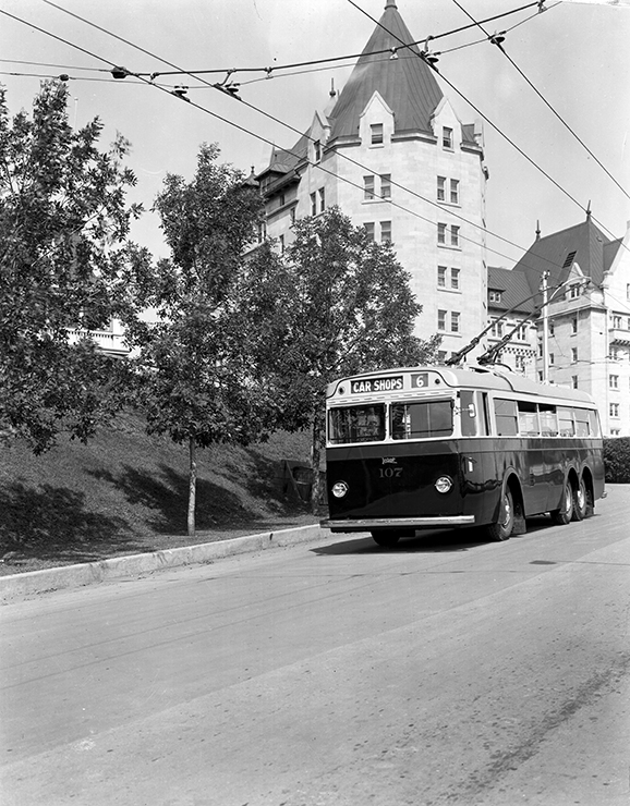 Leyland Bus 107 and Macdonald Hotel, circa 1939. Photo courtesy of City of Edmonton Archives.