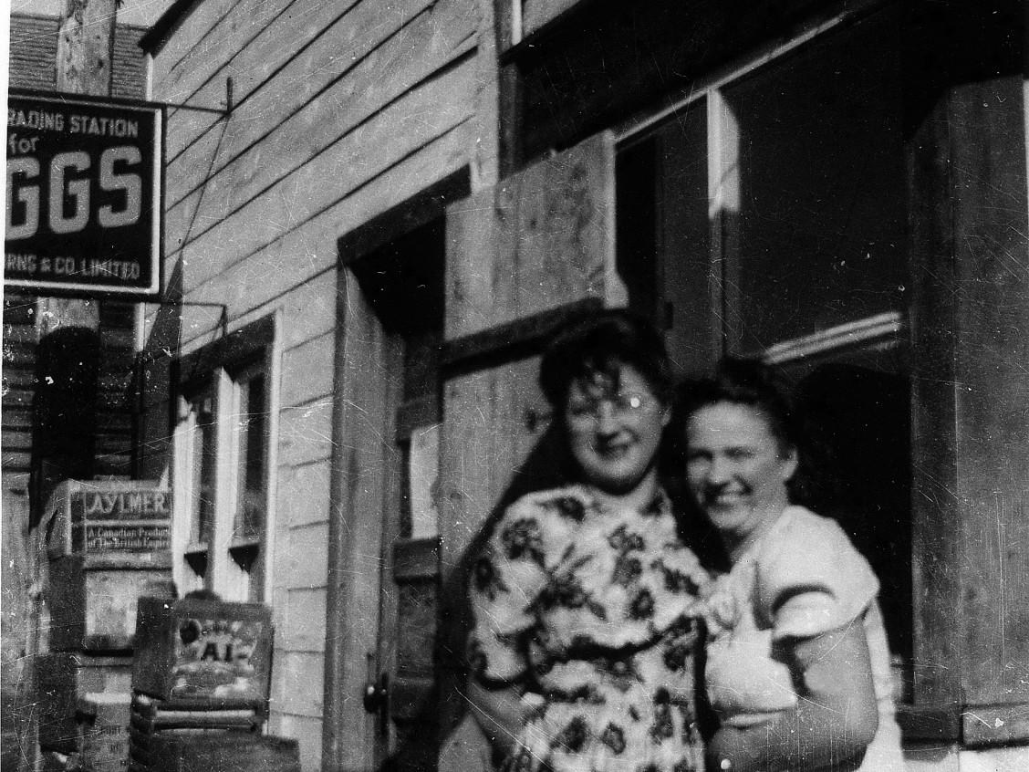 Elsie Maksymuik (left) at the Heinsburg egg grading station in the 1940s. Image courtesy of Elsie Henderson.