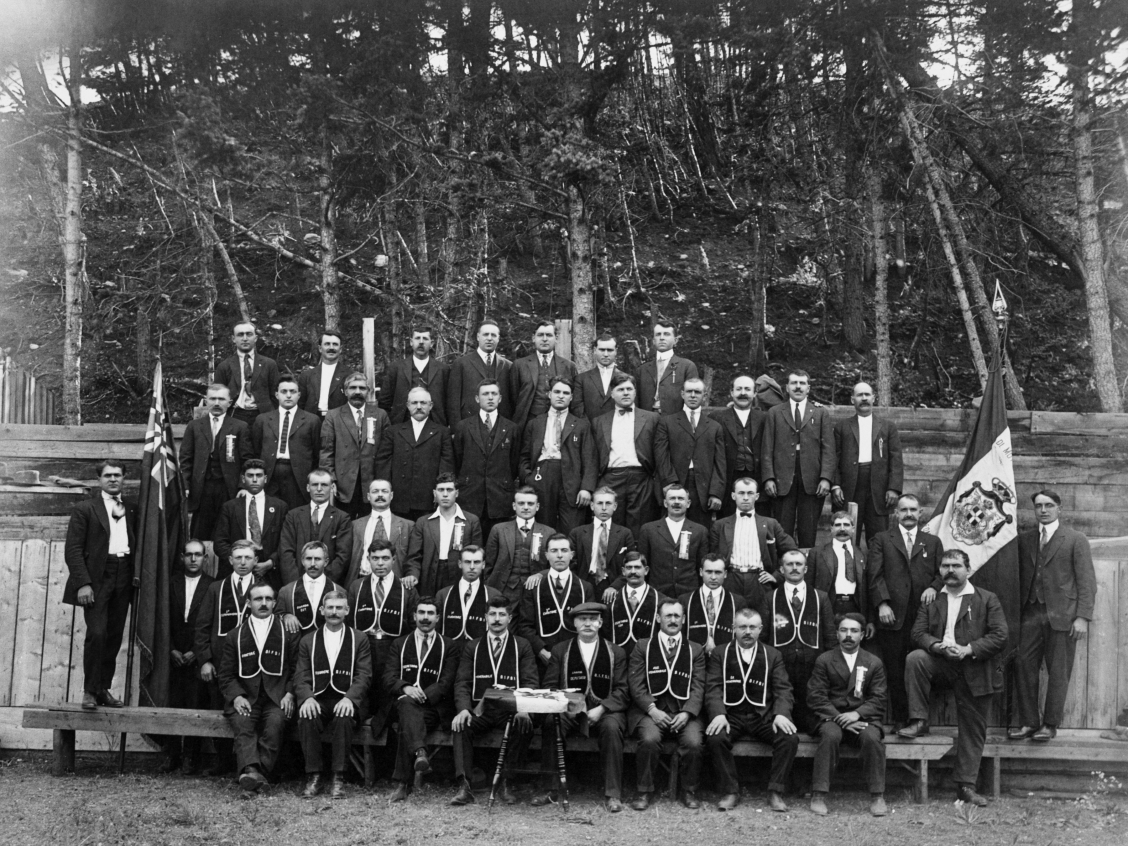 Italian men's society members, [Ordine Indipendente Fior D'Italia], Crowsnest Pass area, Alberta circa 1922. Image courtesy fo the Glenbow Archives NA-3903-87.