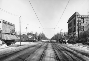 124th Street with streetcar tracks and Buena Vista Block on right side, 1939. Glenbow Archives, NC-6-13951d.