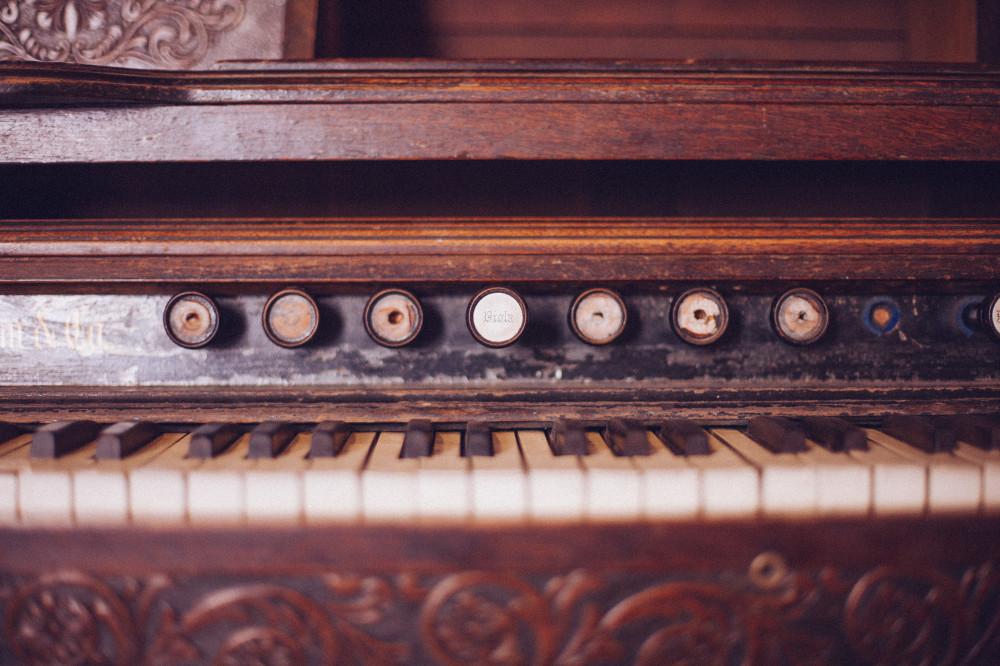 keys-vintage-wood-rustic